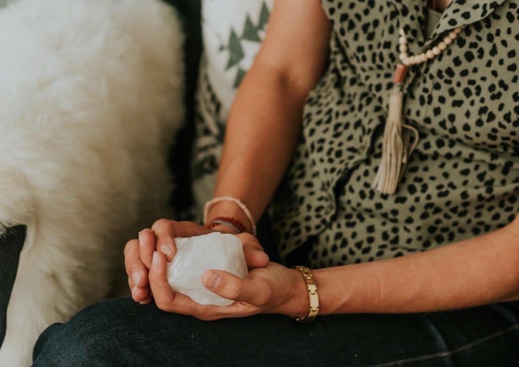 bergkristal in hand